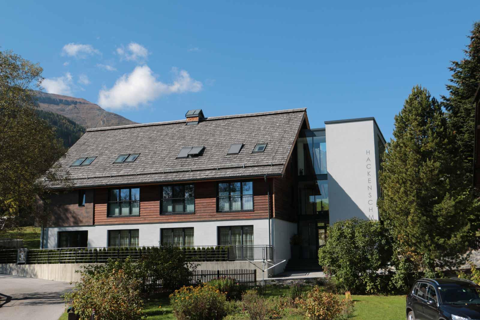 Apartment resort hackenschmiede holzbau mauterndorf for Architekt planung
